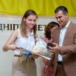 Напередодні Дня молоді в ДніпроОДА нагородили молодіжних активістів