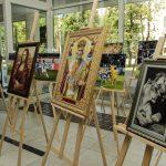 У Дніпрі відкрилася виставка вишитих картин