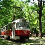Комунальники Дніпра замінюють і ремонтують трамвайні колії