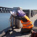 У Дніпрі ремонтують чавунну огорожу на Січеславській Набережній