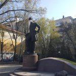 На дніпровські пам'ятники наділи маски