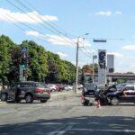 У центрі Дніпра ДТП спровокувала автівка з весільного кортежу