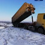 Поблизу Дніпра виявили водія, який вивантажував промислові відходи у балку