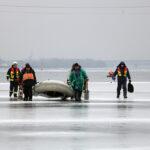 У Дніпрі надзвичайники врятували рибалок, які відкололись на крижині